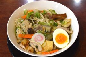 JR茨木のラーメン・つけ麺「自家製麺・らーめん屋一心」具だくさん野菜きのこメガ盛りらーめん